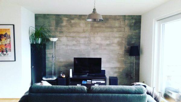 קיר בטון לטלויזיה בדירה בתל אביב