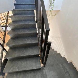 חיפוי מדרגות ישנות על תשתית קיימת