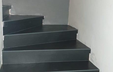 חיפוי מדרגות על גבי תשתית קיימת