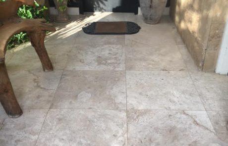 ריצוף מאבן טבעית לכניסה לבית